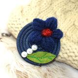 Marine-blaue Jean-rote Woolen Garn-Blumen-Perlen-Grün-Blatt-Broschen