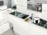 品質は現代簡単で白いラッカー終わりの食器棚を保証した