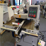 Вырезывание машины Woodworking увидело древесина для сползая таблицы обшить панелями увидело