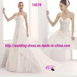Mariage nuptiale de robe d'organza blanche de lacet d'amoureux avec le train de cour