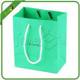 Crear la bolsa de papel para requisitos particulares del regalo de la joyería con insignia