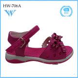 La fábrica de zapatos de China embroma la sandalia suave de las muchachas de la seguridad de los zapatos