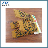 La qualità a buon mercato che lavora a maglia il cane antisdrucciolevole colpisce con forza i calzini lunghi dell'animale domestico