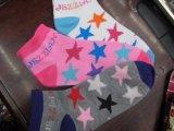 Calcetines de las ventas al por mayor de las señoras baratas grandes del precio bajo con Niza diseños de la manera