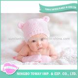 Le coton mou confortable de laines de l'hiver recouvre le chapeau d'enfant