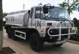 도로 6X6 180 HP 떨어져 고품질 Dongfeng는 수출을%s 유조 트럭에 연료를 공급한다