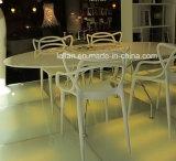 Geformter pp.-Plastik, der Stuhl, im Freiengarten-Stuhl (LL-0052) stapelt, speisend