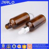 Botella de petróleo esencial de cristal ambarina con el cuentagotas de la pipeta