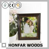結婚式またはホーム装飾のための旧式なブラウンの木製の額縁