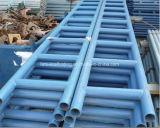 Il fascio d'acciaio della scaletta dell'impalcatura superiore con l'azzurro ha verniciato