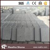 広場のためのタイルを舗装する中国の灰色の炎にあてられた花こう岩
