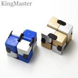 O cubo mágico brinca o cubo mágico plástico para miúdos