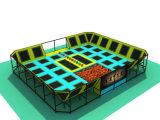 Kundenspezifische Schaumgummi-Block-Vierecks-Erwachsen-Innentrampoline mit Dodgeball