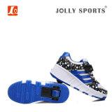 Le patin de rouleau escamotable de mode folâtre les chaussures de course pour des gosses