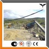 静止した/石造りの生産ライン、砕石機のプラント、生産ラインを押しつぶす石を修復した
