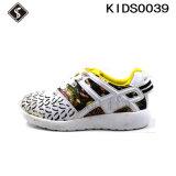 Chaussures courantes de gosses d'espadrille de sports