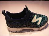 新しいより多くのカラー慰めは/Leisureの靴か方法靴に蹄鉄を打つ
