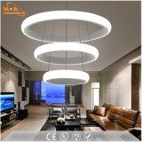 Lámpara pendiente de acrílico redonda de los anillos LED de la luz tres del comedor