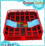 2017 heiße verkaufenkind-Innenplastikspielplatz-Trampoline mit Plättchen