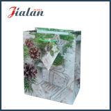 塗被紙のきらめきのクリスマスのパッキング手のギフトの紙袋をカスタマイズしなさい