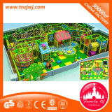 Labirinto do miúdo do equipamento do campo de jogos do tema da floresta