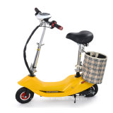 Un motorino elettrico delle due rotelle per la donna