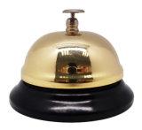Обед колокол в предусматрива золота с цветастым покрашенным основанием