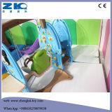 Kind-auserlesenes Innenmehrfarbenspiel-Plastikplättchen mit Schwingen und Basketball