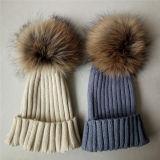 高品質のウールケーブルのニットの帽子の帽子POM POMのカスタム毛皮の帽子