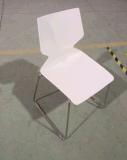 Metal do escritório que empilha a cadeira