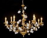Folha dourada luxuosa mais grande de Traditonal que termina o candelabro cerâmico da flor para o projeto