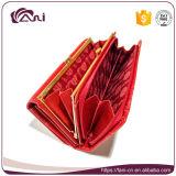 La frizione del metallo incornicia la borsa, raccoglitore impresso lungo rosso di cuoio delle donne dell'unità di elaborazione