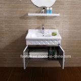 De Ijdelheid van de Badkamers van de Spiegel van de Vorm van de appel met Plank