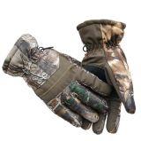 ビロードのスキーの屋外の厚化の手袋と守備のうまい選手の冬
