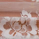 白いChantillyのレーススクロールボーダー刺繍のウェディングドレスのための花のフランスのレースファブリック