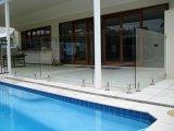 Concret 지면을%s 유리제 죔쇠 디자인을%s 가진 안전 강화 유리 난간