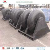 Pára-choques de borracha cilíndricos padrão e personalizados no porto marítimo