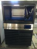 Cubo de hielo que hace la máquina para el restaurante y la barra