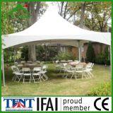 屋外の塔の結婚式のおおいのテント