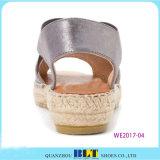 Затавренные сандалии экземпляра ботинок