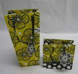 Sacchetti di acquisto di carta con le maniglie con i puntali di plastica per l'imballaggio della bottiglia di vino