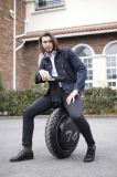 Schwarzweiss-Farben-elektrisches treibendes balancierendes Metallelektrisches Motorrad