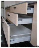 古典的なアメリカデザイン食器棚