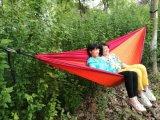 屋外旅行キャンプのパラシュートの絹の二重軽量の携帯用ハンモックは自由に及びCarabinersロープをかける