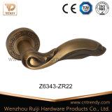 2016의 새로운 디자인 아연 합금 나무로 되는 문 레버 손잡이 (Z6308-ZR11)