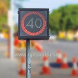 Segni variabili di velocità del radar della strada principale di limiti di velocità