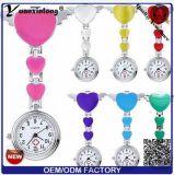Yxl-958 venden al por mayor los relojes lindos del color del caramelo del reloj médico del metal de la hoja del reloj cuatro de la enfermera