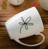 Tazas de café de cerámica blancas con diseño simple