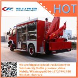 El carro del vehículo de rescate de la lucha contra el fuego instala la grúa y las cámaras de vigilancia