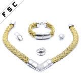 I nuovi monili della lettera dell'oro V della corda di modo hanno impostato per unisex